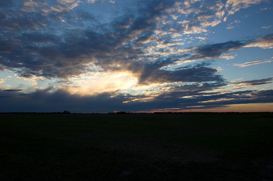 Aurinko Laskee Itään